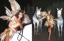 Màn cosplay Halloween đẹp nhất Hollywood: Kendall Jenner hoá tiên tử thần thoại cưỡi ngựa mê hồn, body đúng là cực phẩm tạo hoá
