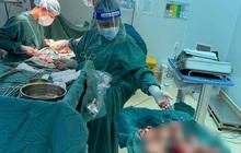 """Hơn 100 khối bướu như """"quầy dừa"""" xếp đầy ổ bụng bệnh nhân"""