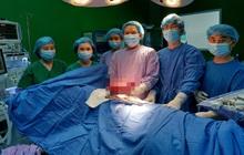 Thiếu niên 16 tuổi phải ngủ ngồi vì khối u khổng lồ trong lồng ngực