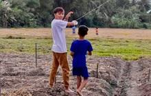 Rò rỉ ảnh Hồ Văn Cường cười tươi vui đùa ở quê hậu lùm xùm cát xê, sự thật là gì?