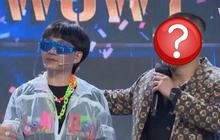 """Netizen cà khịa cực mạnh khi thấy nam thí sinh này về đội của Wowy: """"Không biết đâu là HLV, đâu là thí sinh"""""""