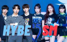 """Đẳng cấp hát live 1 trời 1 vực của 2 tân binh SM và HYBE: aespa như """"nuốt đĩa"""" còn đàn em BTS hát lệch tông như """"đấm vào tai""""?"""
