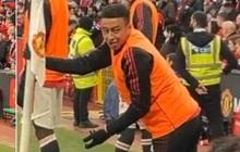 """""""Nằm im cũng dính đạn"""", sao MU bị fan chửi lây dù không ra sân"""