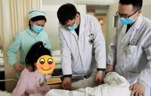 Bé gái 5 tuổi bị viêm âm đạo, bác sĩ nhắc nhở bố mẹ trẻ đừng bỏ qua 5 nguy cơ gây bệnh quen thuộc luôn rình rập