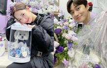 """Park Seo Joon - Park Min Young cách nửa vòng trái đất vẫn trùng hợp 5 lần 7 lượt: Tâm linh tương thông hay """"hint"""" hẹn hò đây?"""