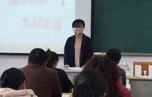 Cô giáo cố tình mời mẹ học sinh thấp điểm nhất lớp phát biểu để bêu rếu, ai ngờ lúc sau phải bẽ mặt khi nghe những lời này!