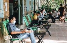 Sài Gòn sáng nay: Người dân thảnh thơi ngồi thưởng thức cafe, một quán bún bán được 100 tô trong 2 tiếng