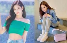 Jessica khoe visual như gái 18, netizen soi vào áo denim và phát hiện ngay chi tiết liên quan tới Jennie