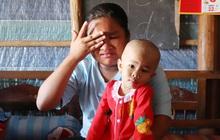 Chồng mất, con gái 3 tuổi mắc ung thư, người phụ nữ ngã quỵ khi chạy khắp xóm không mượn đủ 1 triệu đưa con nhập viện