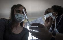 Hơn 112,5 triệu người mắc COVID-19 trên thế giới, số ca nhiễm mới tại Mỹ giảm 5 tuần liên tiếp
