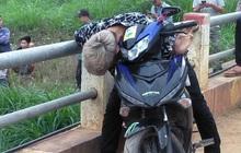Hòa Bình: Thanh niên gục chết bất thường trên xe máy