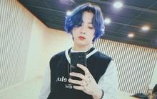 """Jungkook """"tự xử"""" để đu trend tóc nhuộm xanh, netizen nhìn vào mà trầm trồ bởi kết quả vượt mong đợi"""