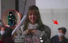 Rosé đèo Jisoo trên con xe y chang ảnh G-Dragon bị Dispatch tóm, hoá ra hẹn hò Jennie ở hậu trường quay MV Lovesick Girls?