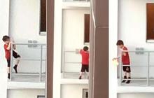 Cậu bé 7 tuổi trèo ra rìa ban công tầng 11 khiến ai nấy sợ hơn xem phim kinh dị, nguyên nhân hành động này cảnh báo cách dạy con của bố mẹ