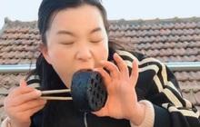 Nữ streamer livestream ăn than tổ ong nóng để câu view, cộng đồng sốc nặng!