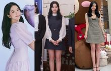 Jisoo lại đổi style diện váy, chuyển hẳn sang hệ tiểu thư nhà giàu chứ không còn xì tin như trước kia nữa