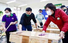Trường học tại Hà Nội tổng vệ sinh, phun khử khuẩn chuẩn bị đón học sinh đi học trở lại