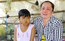 """Nước mắt người mẹ có con gái bị teo gan, lá lách to đang chết mòn vì gia cảnh cùng cực: """"Chỉ sợ nó bỏ mình mà đi"""""""