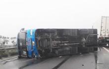 Xe khách bị lật ở cao tốc Nội Bài, 6 người thoát chết trong gang tấc
