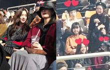 Bức ảnh hot nhất hôm nay: Camera mờ nhòe nhưng Jisoo - Sunmi vẫn đọ sắc cực gắt, Taeyeon trắng phát sáng chiếm luôn spotlight