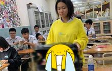 """Nữ sinh làm hành động có 1-0-2 khi quên sách vở, cô giáo nhìn vào chỉ biết bất lực trách """"Hờn!"""" học sinh"""