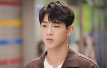 """Sau drama bạo lực, Ji Soo tiếp tục bị ekip phim """"bóc trần"""" tính cách: Xấc láo, khạc nhổ bừa bãi, coi quản lý như người hầu"""