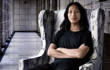 Nhà thiết kế gốc Á nổi tiếng Alexander Wang lại bị một nam sinh viên tố tấn công tình dục với hành động biến thái giữa chốn đông người