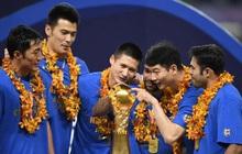 """Cầu thủ lao đao sau khi nhà vô địch Trung Quốc tuyên bố """"dừng hoạt động"""": Người bán nhà, người cuống cuồng đi làm thêm"""