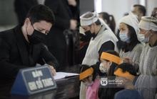 Tang lễ cố NSND Trần Hạnh: Gia quyến bật khóc, NS Công Lý - Chí Trung và dàn nghệ sĩ ngậm ngùi tiễn biệt người quá cố