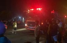 Ô tô bán tải nổ lốp, kéo lê xe máy lên vỉa hè khiến 2 phương tiện bốc cháy, 2 người thương vong