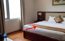 """Nhiều cư dân mạng """"té ngửa"""" vì từng dùng sai mục đích tấm khăn trải cuối giường trong các khách sạn"""