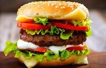 """Từ lầm tưởng """"đã hamburger lại còn nhân bò"""", cùng tìm hiểu nguồn gốc của món ăn nhanh bị ẩm thực đường phố Việt Nam đánh """"bầm dập"""""""