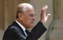 Những ngày cuối đời của Hoàng tế Philip bên cạnh Nữ hoàng Anh với một loạt hành động khác lạ so với ngày thường