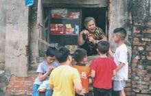 """Có một cửa tiệm 60 năm của """"bà trùm tạp hóa"""" ở Hà Nội khiến ai đi qua cũng nhớ về tuổi thơ"""