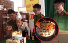Đi xin cấp CCCD đúng 0h ngày sinh nhật 14 tuổi, thiếu niên được tổ công tác tặng món quà không bao giờ quên