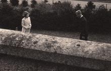 """Bức ảnh """"Một lần gặp gỡ, trọn đời bên nhau"""" của Nữ hoàng Anh và Hoàng tế Philip được lan truyền trên mạng, chỉ một ánh mắt đã nói lên tất cả"""