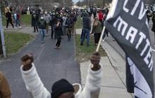 Cảnh sát bắn tử vong thanh niên da màu, biểu tình phản đối phân biệt chủng tộc lại nổ ra ở Mỹ