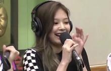 """BLACKPINK bị tố """"hát nhép"""" vì sự cố giật mic của Jennie?"""