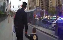 Cậu bé 3 tuổi đi thơ thẩn trên đường, cảnh sát chạy lại hỏi chuyện thì ngỡ ngàng: Lần đầu tiên gặp phải 1 đứa trẻ lạ lùng như thế!