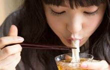 4 thói quen ăn uống gây hại dạ dày khủng khiếp hơn cả uống rượu bia nhưng nhiều người vẫn làm hàng ngày