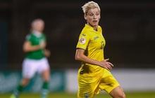 """Bỏ bóng """"ăn"""" người, nữ tuyển thủ Ukraine gián tiếp giúp đối thủ tạo nên cột mốc lịch sử"""