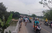 Bỏ lại xe đạp trên cầu, nam sinh lớp 10 nhảy sông tự tử