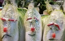 """Đi làm ở siêu thị nhưng có tố chất hài hước, các nhân viên biến quầy rau củ thành một góc """"hoạt hình"""" khiến khách nào nhìn thấy cũng giật mình"""