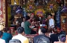 """""""Buôn thần bán thánh"""" tại đền Bảo Hà"""
