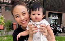 """Đàm Thu Trang cười tươi roi rói nhưng biểu cảm """"thanh niên nghiêm túc"""" của con gái Suchin mới chiếm sóng tất cả"""