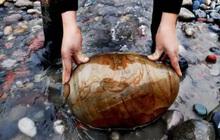 """Ngôi làng ẩn chứa """"báu vật"""" ở đáy sông, chỉ cần nhặt đại một cục đá cuội đem bán cũng đủ tiền mua xe, sửa nhà"""