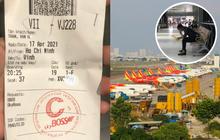 """Người đàn ông oà khóc ở sân bay xin đổi chuyến sớm và lí do đặc biệt gây đau lòng: """"Con gái tôi mất rồi, cô cho tôi bay sớm với..."""""""