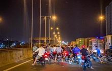 """Công an vừa khởi tố vụ tổ chức đua xe trái phép, """"quái xế"""" lại chặn đường Nguyễn Văn Linh để """"quậy"""" ở Sài Gòn"""