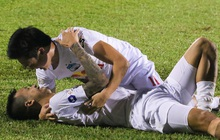 Nguyễn Tuấn Anh ăn mừng cực dị cùng Hữu Tuấn sau trận thắng Hà Nội FC