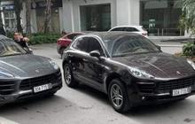 """Hà Nội: Xôn xao 2 xe sang Porsche Macan cùng biển số """"chạm mặt nhau"""" ở sảnh chung cư"""